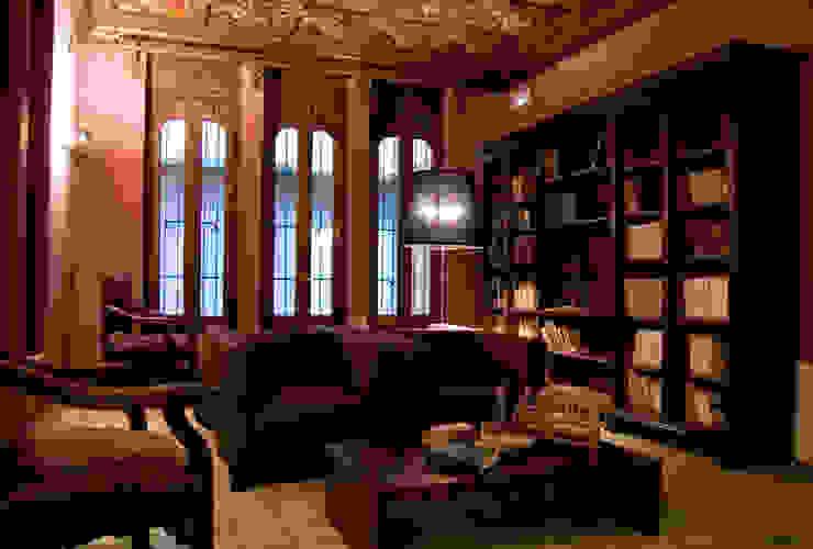 Biblioteca, sala de estar Hoteles de estilo clásico de ARQUIGESTIÓN ARAGÓN S.L.P. Clásico