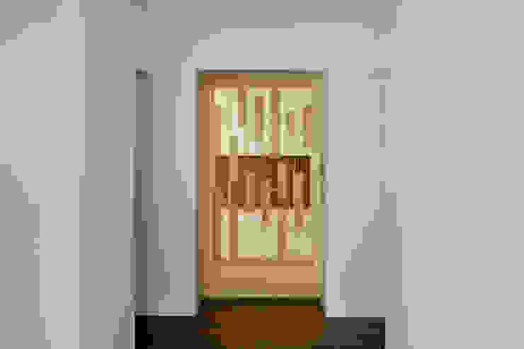 House of Representation モダンな 窓&ドア の Form / Koichi Kimura Architects モダン