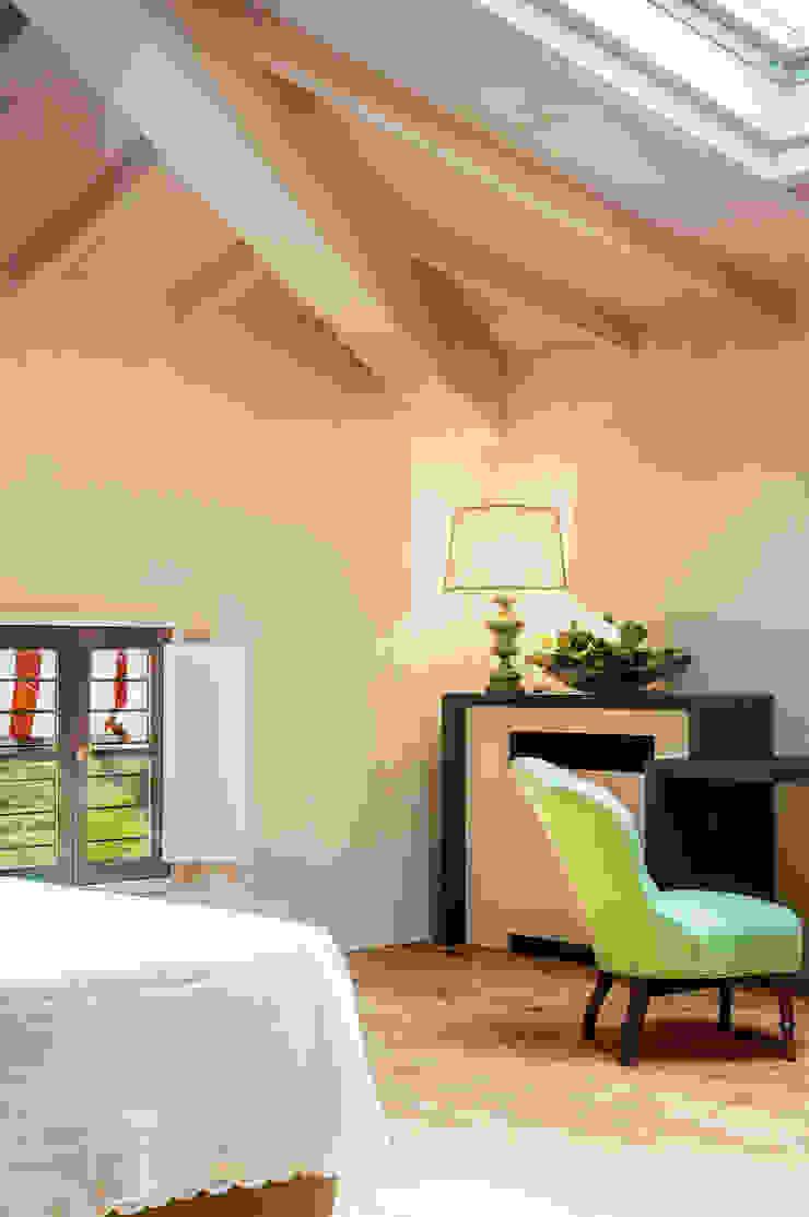 Minimalist bedroom by Studio Athesis Minimalist