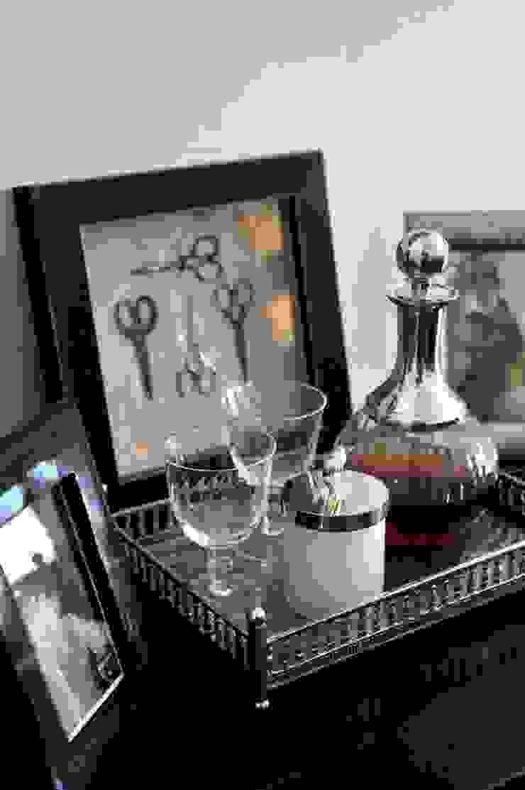 EK HOUSE SAKLIKORU Eclectic style living room by Esra Kazmirci Mimarlik Eclectic