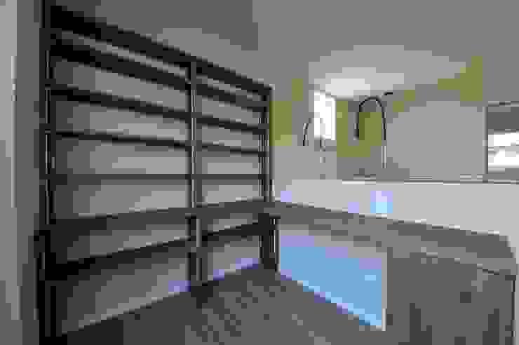 読書スペース モダンスタイルの 玄関&廊下&階段 の スクエア建築スタジオ モダン