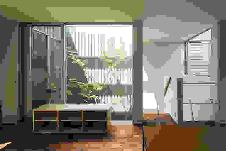 鳳の家 House in Otori モダンデザインの 多目的室 の arbol モダン