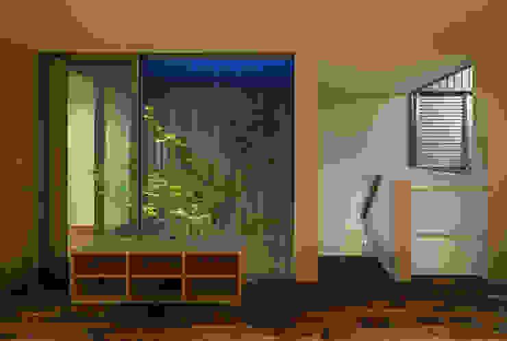 鳳の家 House in Otori モダンスタイルの 玄関&廊下&階段 の arbol モダン