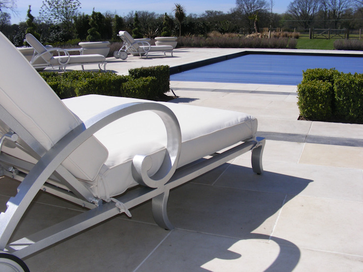 Projects Piscinas de estilo moderno de Oxley's Furniture Ltd Moderno