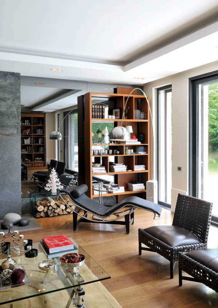 EK HOUSE SAKLIKORU Salones de estilo moderno de Esra Kazmirci Mimarlik Moderno