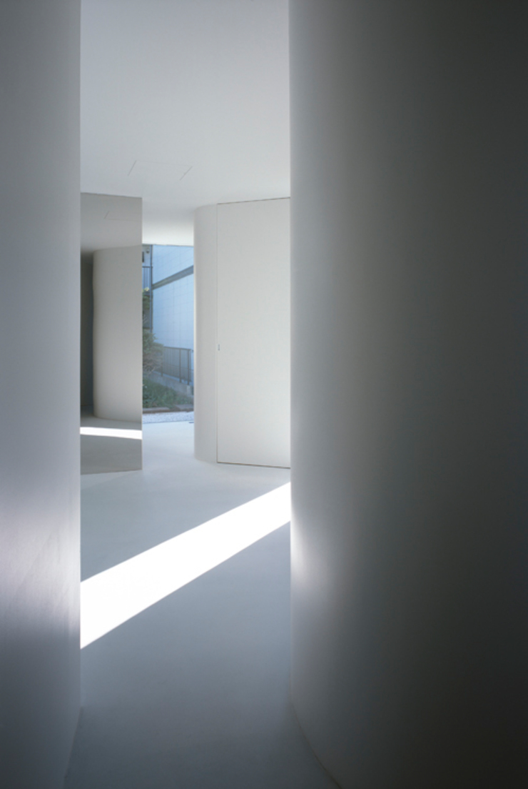 House in Komae モダンスタイルの 玄関&廊下&階段 の Makoto Yamaguchi Design モダン