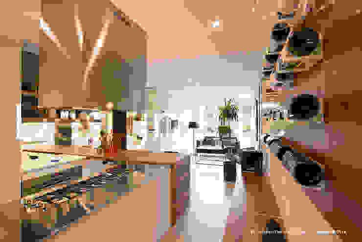 IN-OUT Cucina moderna di Design.inc Moderno