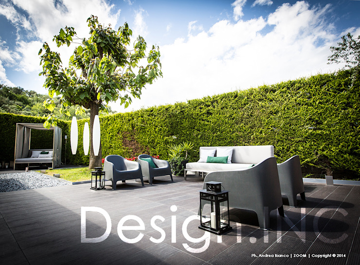IN-OUT Giardino moderno di Design.inc Moderno