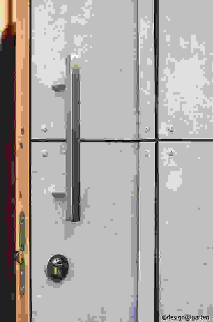 gartenhaus @gart - sichtbeton Minimalistische Garagen & Schuppen von design@garten - Alfred Hart - Design Gartenhaus und Balkonschraenke aus Augsburg Minimalistisch