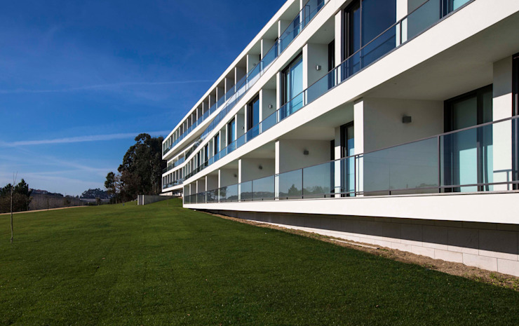 Eldery Residential Building Atelier d'Arquitetura Lopes da Costa Modern houses