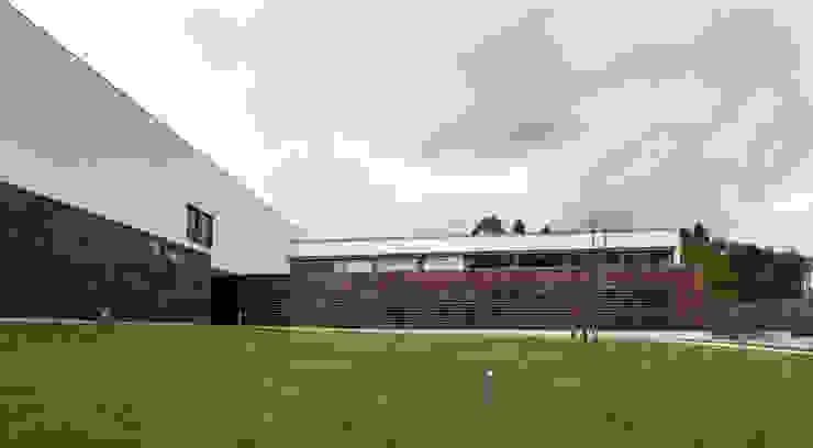 Eldery Residential Building Atelier d'Arquitetura Lopes da Costa Casas modernas