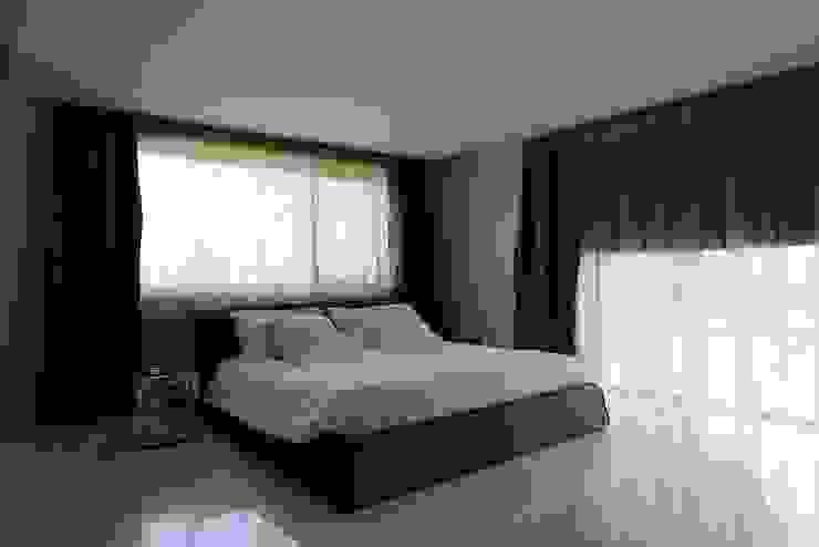Minimalist bedroom by M A+D Menzo Architettura+Design Minimalist