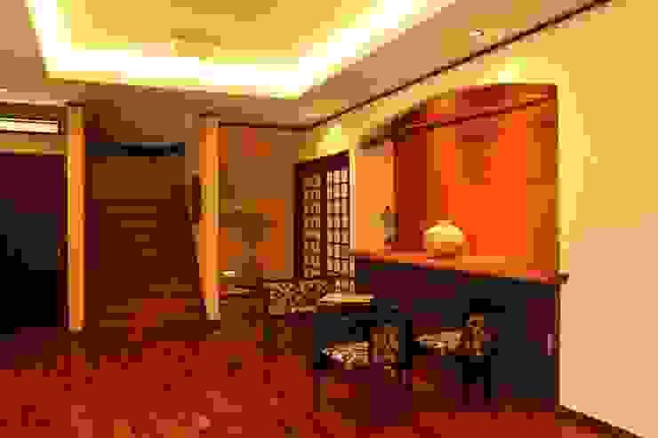 もてなしの家・和のエスプリを継ぐ家 モダンスタイルの 玄関&廊下&階段 の やまぐち建築設計室 モダン