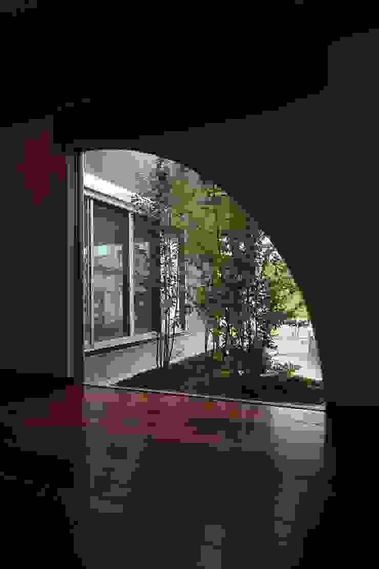 もてなしの家・和のエスプリを継ぐ家 モダンな 窓&ドア の やまぐち建築設計室 モダン