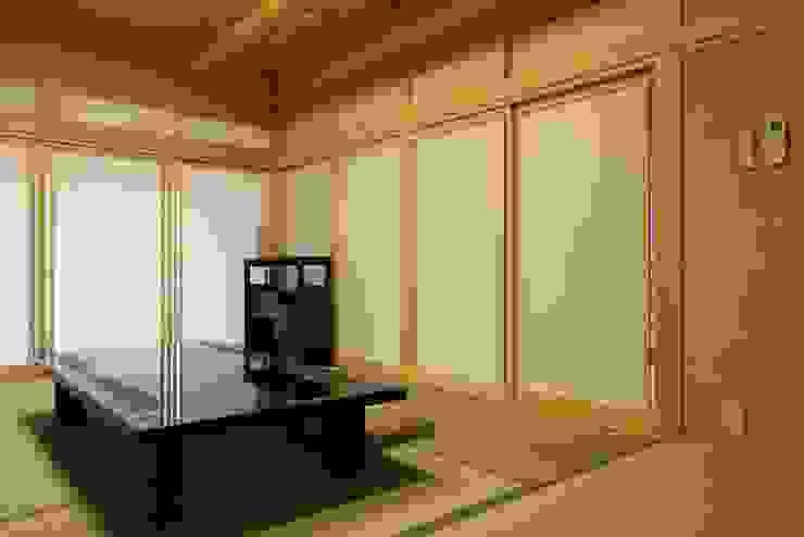 もてなしの家・和のエスプリを継ぐ家 モダンな 壁&床 の やまぐち建築設計室 モダン