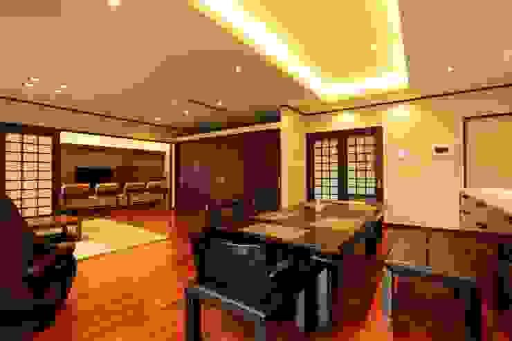 もてなしの家・和のエスプリを継ぐ家 モダンデザインの ダイニング の やまぐち建築設計室 モダン
