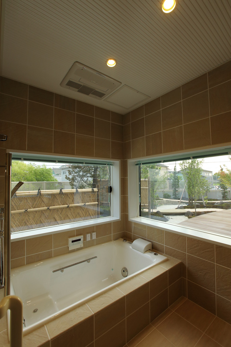 もてなしの家・和のエスプリを継ぐ家 モダンスタイルの お風呂 の やまぐち建築設計室 モダン