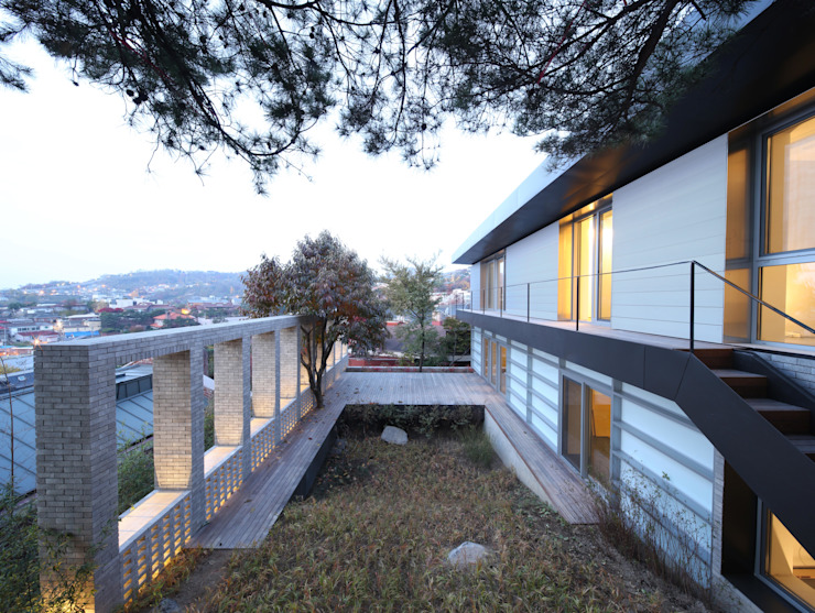 Casas modernas de 무회건축연구소 Moderno