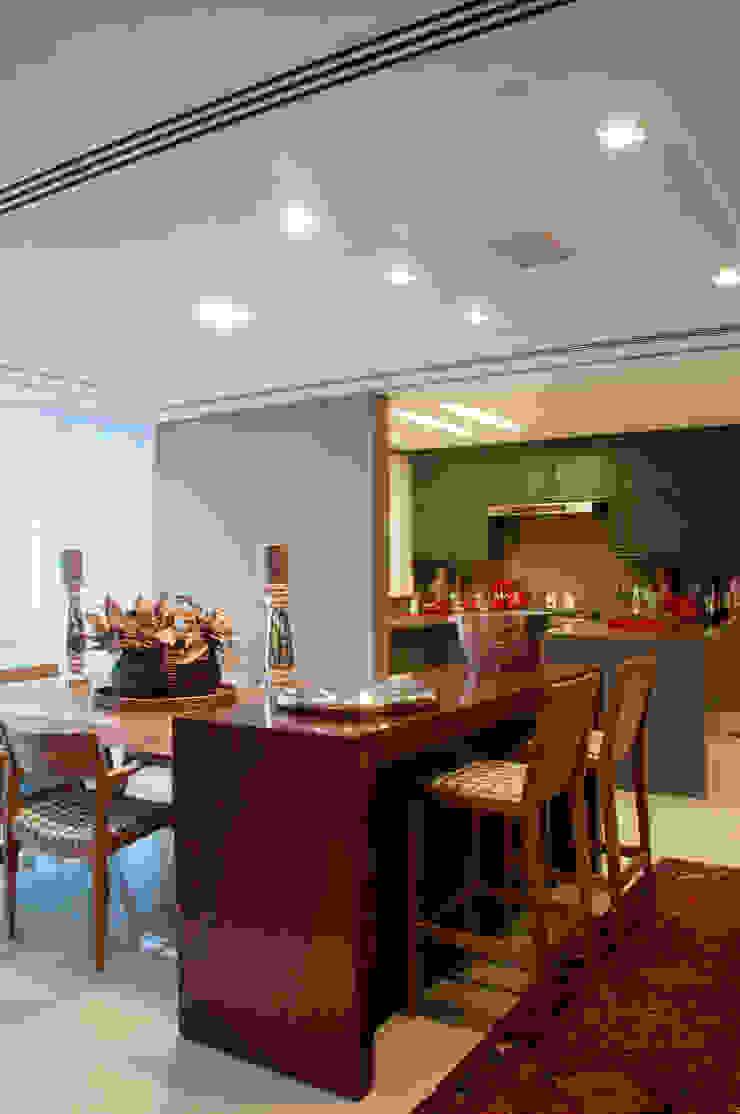 Cliente G Salas de jantar clássicas por Link Interiores Clássico