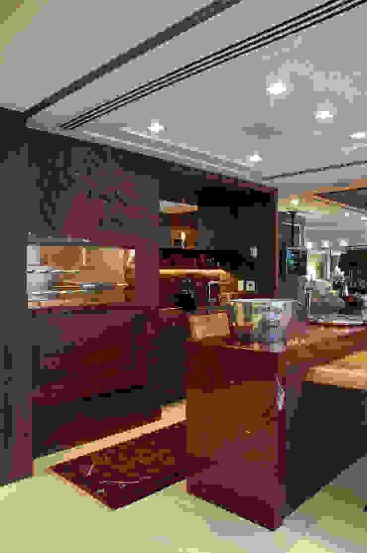 Cliente G Cozinhas clássicas por Link Interiores Clássico