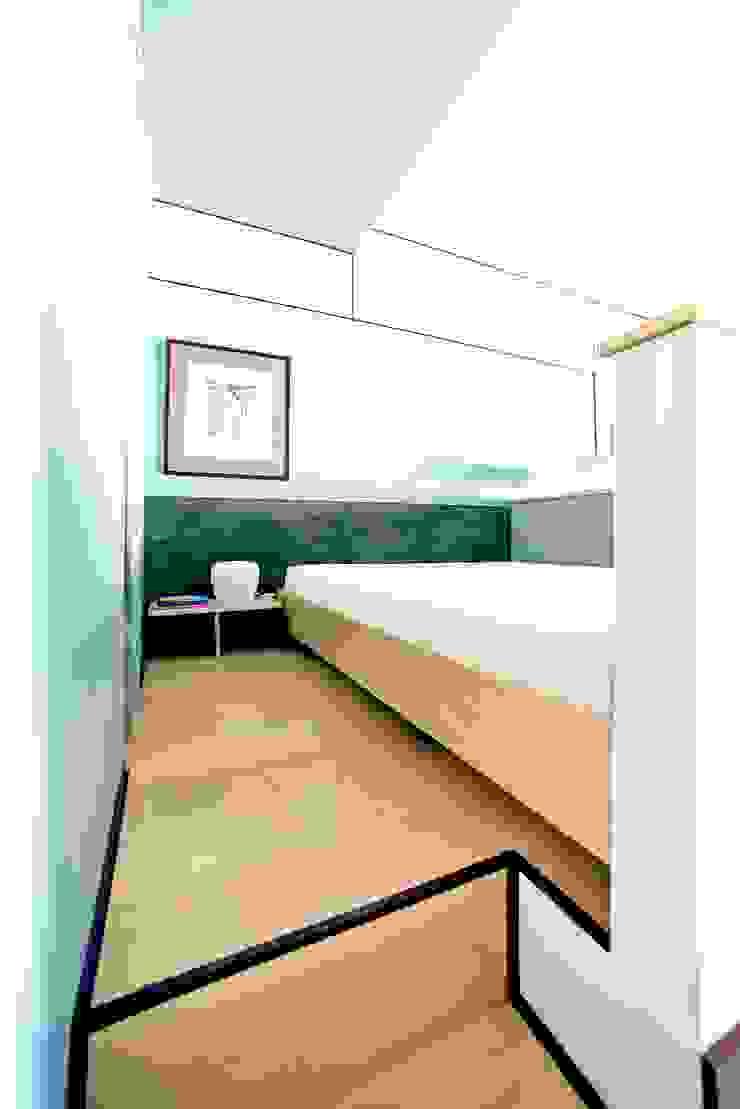 Dinamo Спальня в стиле минимализм от JGDesign Минимализм