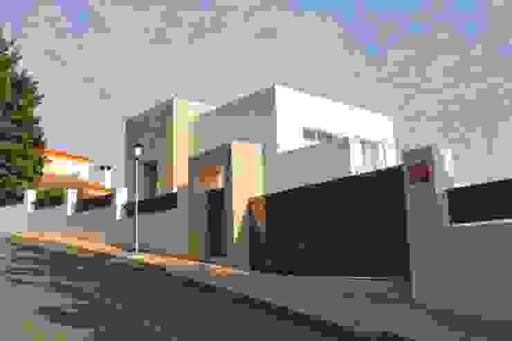 Fachada exterior Casas de estilo moderno de REQUE-GALLEGO Arquitectos Moderno