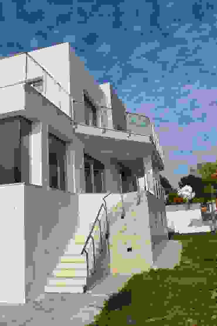 Fachada sur Casas de estilo moderno de REQUE-GALLEGO Arquitectos Moderno