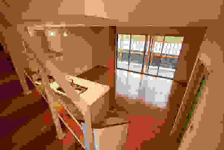 連格子のある家 Atelier繁建築設計事務所 モダンデザインの リビング
