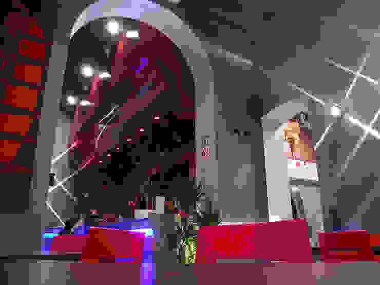 Hi tech Negozi & Locali commerciali moderni di EGstudio Moderno