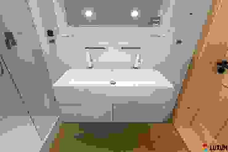Umywalka na wymiar Nowoczesna łazienka od Luxum Nowoczesny