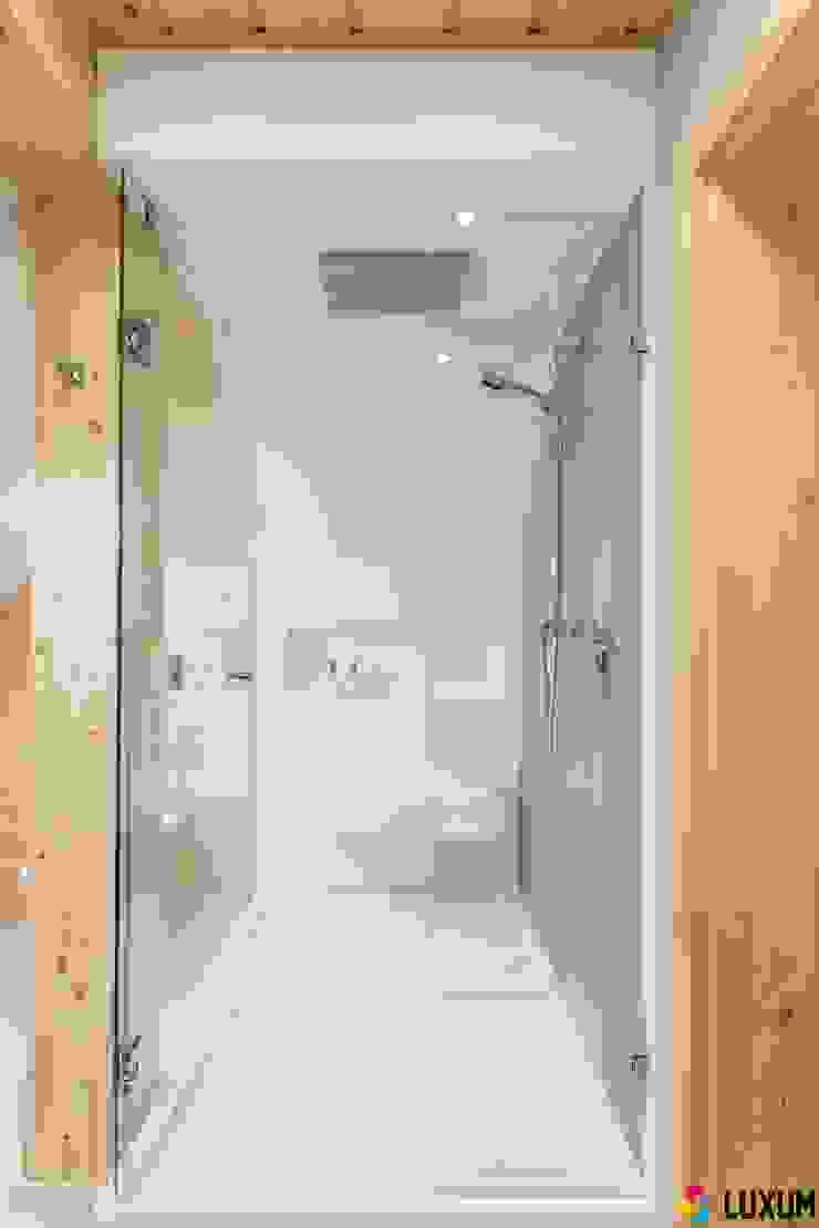 Brodzik na wymiar Nowoczesna łazienka od Luxum Nowoczesny