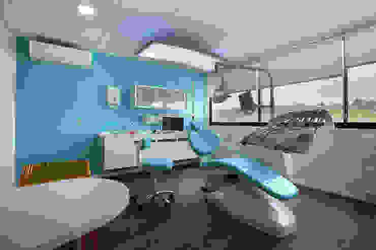 Cabinet dentaire : salle de soins Cliniques modernes par COPERNIC Moderne