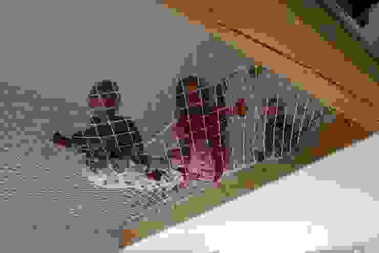 Дом в уровнях Детская комнатa в скандинавском стиле от Snegiri Architects Скандинавский