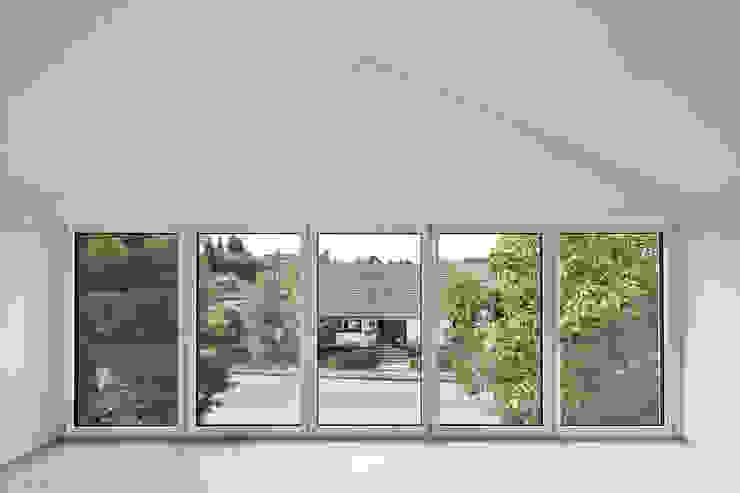 Haus SLM Moderne Fenster & Türen von archequipe Modern