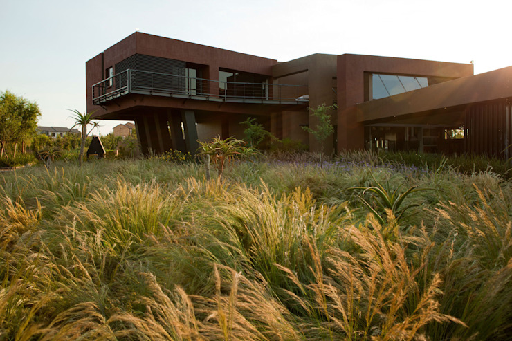 House Tsi by Nico Van Der Meulen Architects Сучасний