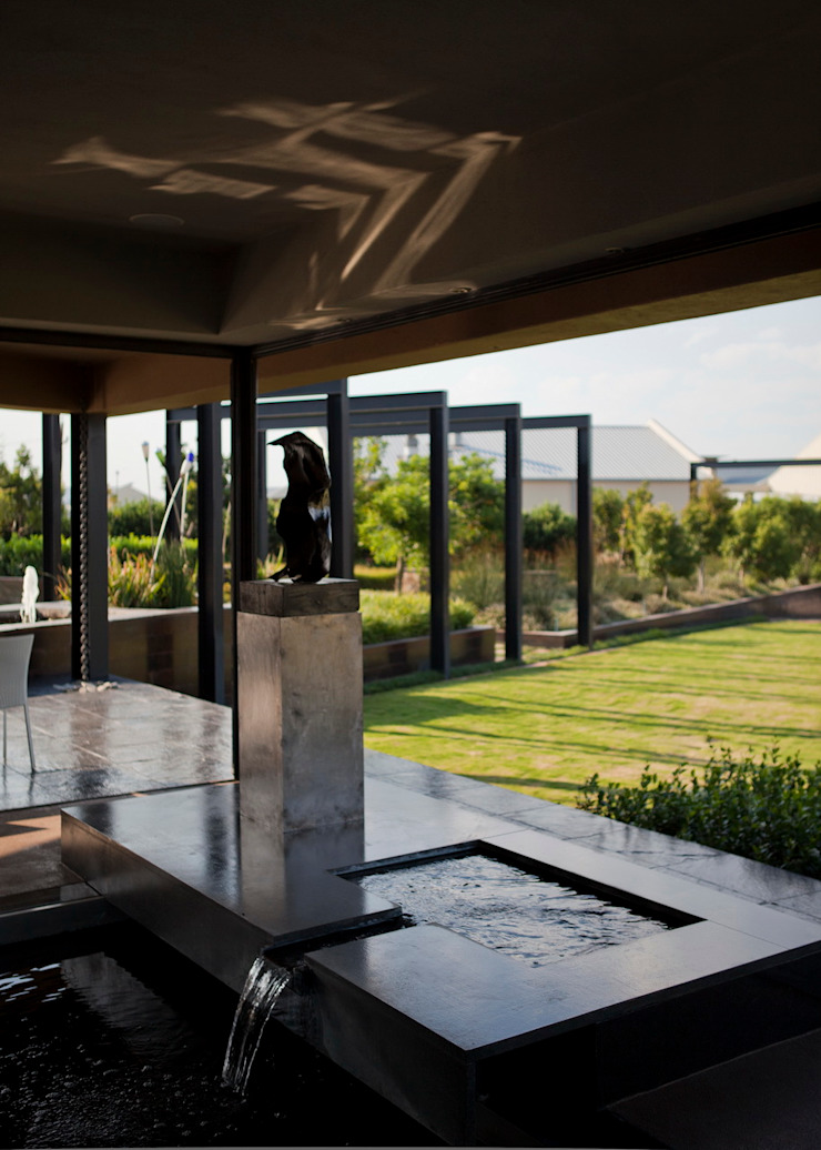 House Tsi Modern balcony, veranda & terrace by Nico Van Der Meulen Architects Modern