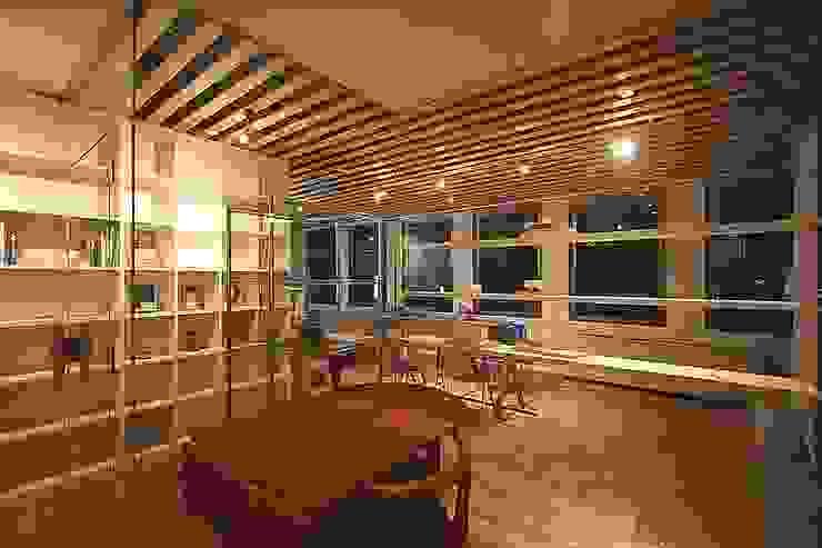 interior: カーポス工作所一級建築士事務所が手掛けた現代のです。,モダン