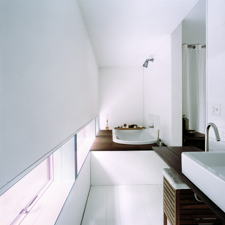 Cattaneo Brindelli architetti associati Minimalist style bathroom