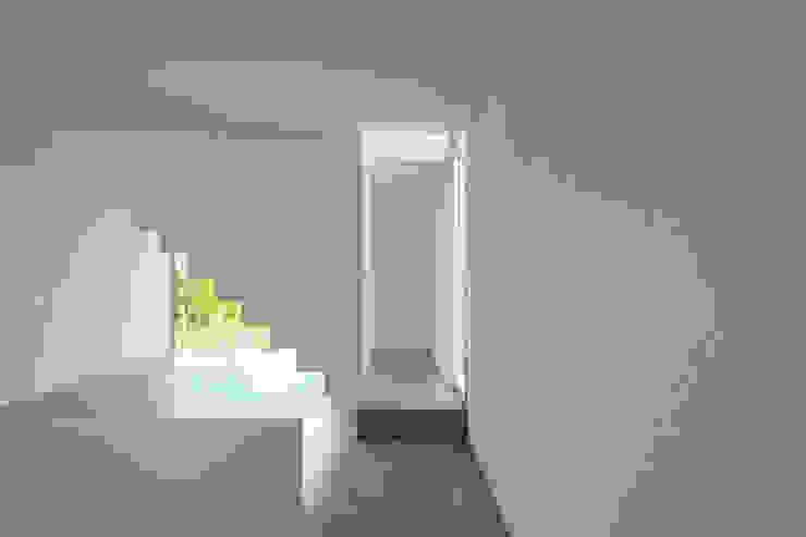 Cattaneo Brindelli architetti associati Minimalistischer Flur, Diele & Treppenhaus
