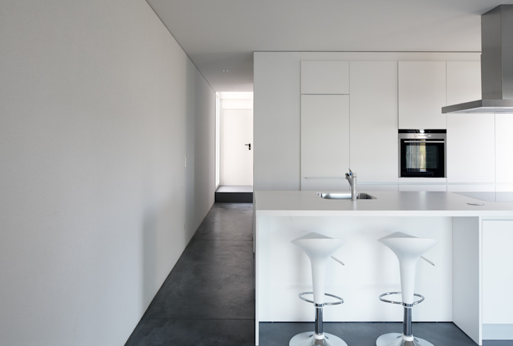 Minimalist kitchen by Cattaneo Brindelli architetti associati Minimalist