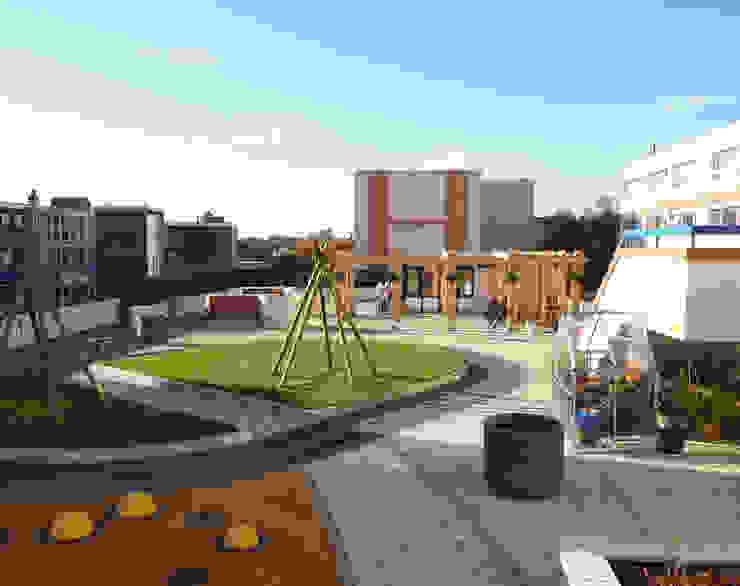 Overview of the roof garden Giardino moderno di Crayon Architecture & Design Moderno