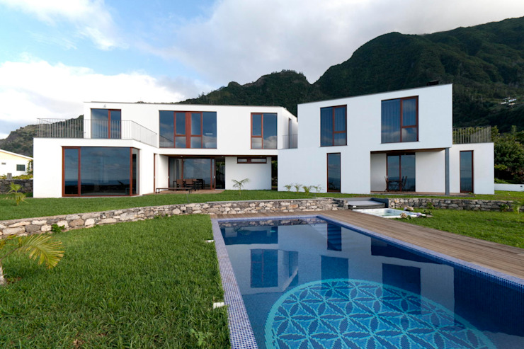 Private House with 2 Studios Casa do Miradouro Modern Houses by Mayer & Selders Arquitectura Modern