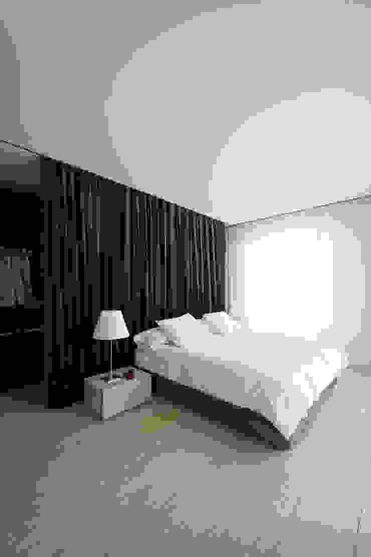 A HOUSE Dormitorios de estilo minimalista de Vaíllo & Irigaray Minimalista