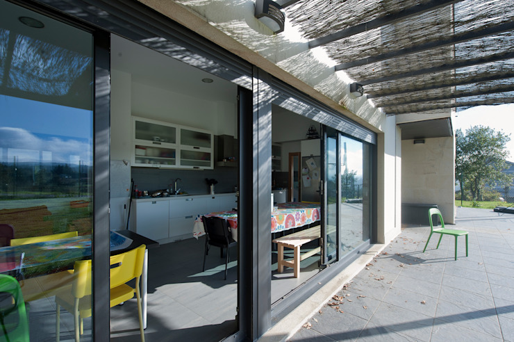 VIVIENDA UNIFAMILIAR EN MOREIRAS de arquitectura SEN MÁIS Moderno