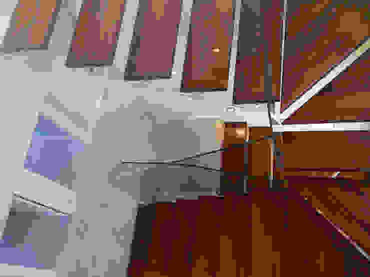 VIVIENDA UNIFAMILIAR AISLADA EN MIRADOR DEL ROMERO Casas de estilo moderno de MATEOS CORTÉS - Estudio de Arquitectura Moderno