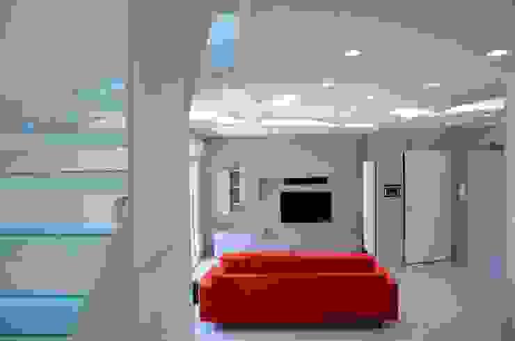 Forme con la luce Soggiorno moderno di Archea Project Studio Moderno