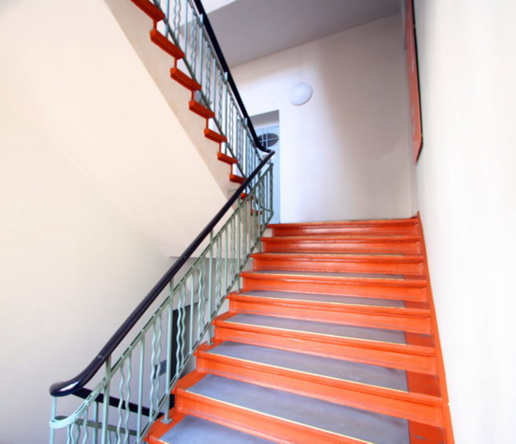 Classic style corridor, hallway and stairs by WAF Architekten Classic