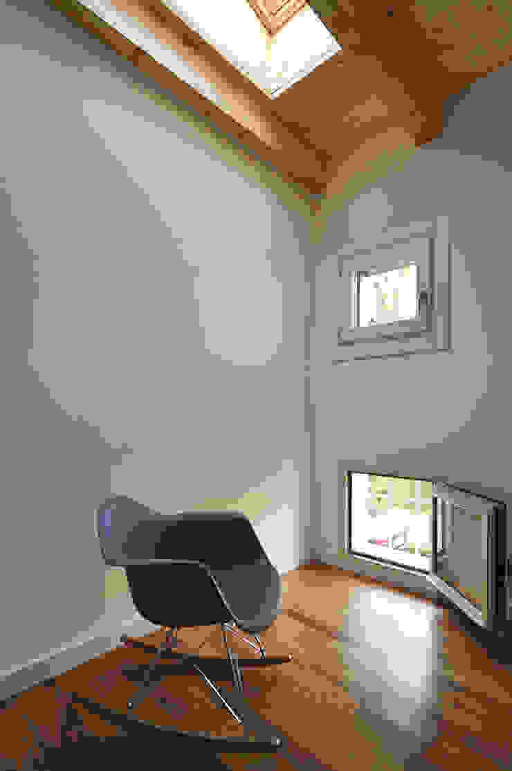 bedroom Case moderne di Didonè Comacchio Architects Moderno