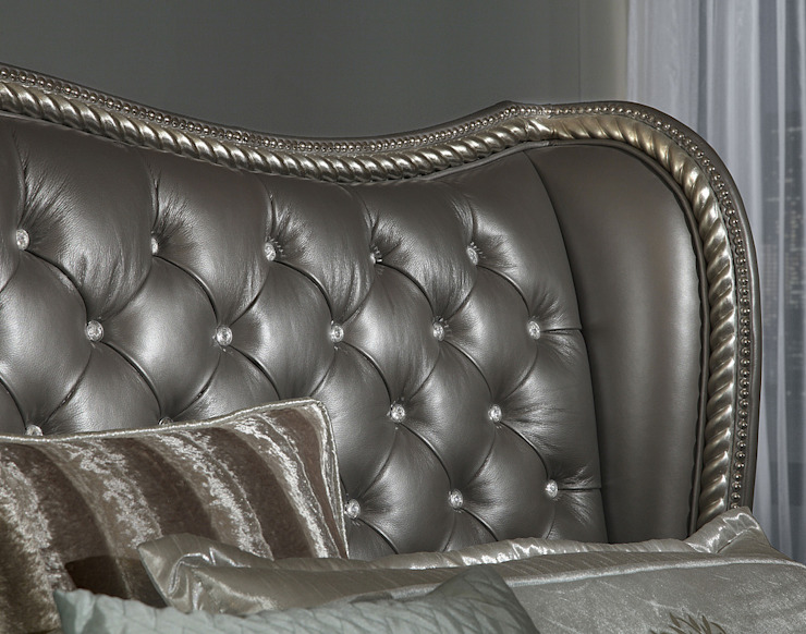 Queen Upholstered Bed: classic  by Royz Furniture, Classic