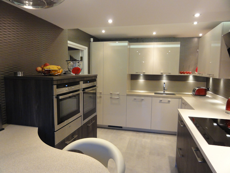 MR & MRS LAWLESS KITCHEN Modern kitchen by Diane Berry Kitchens Modern